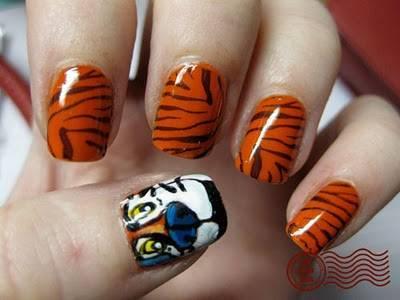 Cómo pintarse las uñas a rayas: estampado de cebra y tigre